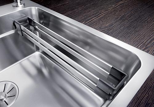 BLANCO ETAGON rist med mange bruksområder - perfekt tilpasset profilkant i vasken.
