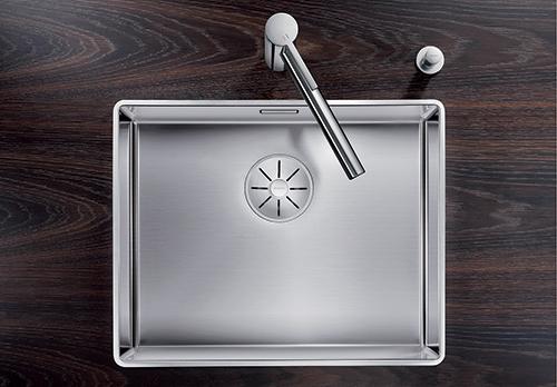 BLANCO ATTIKA XL 60 kjøkkenvask i rustfritt stål med InFino silkurvsystem. Blandebatteri BLANCO LINEE.