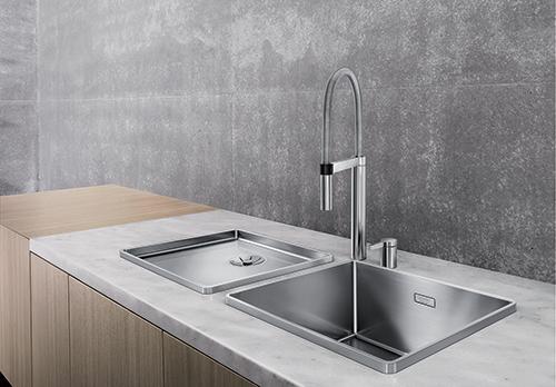 BLANCO ATTIKA XL 60 kjøkkenvask i rustfritt stål avbildet sammen med avrennerfelt ATTIKA 60-T. En elegant og stilsikker løsning.