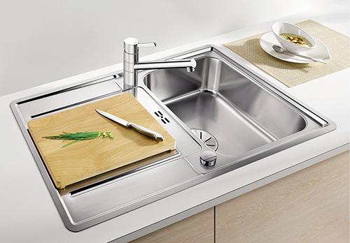 BLANCO CLASSIC PRO 45S-IF, kjøkkenvask i rustfritt stål med tilbehør skjærefjel i bøk.