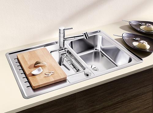 BLANCO CLASSIC PRO 5S-IF, kjøkkenvask i rustfritt stål med tilpasset skjærefjel i bøk.