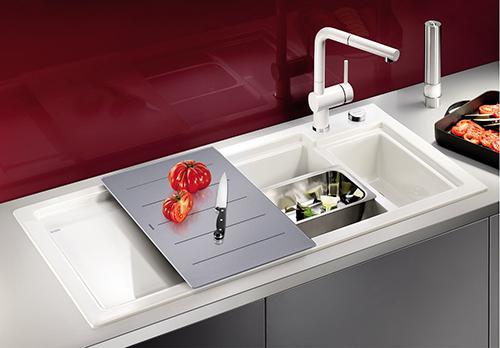 BLANCO AXON 6S kjøkkenvask i keramisk porselen i farge krystallhvit blank, med matchende blandebatteri BLANCO LINUS-S.