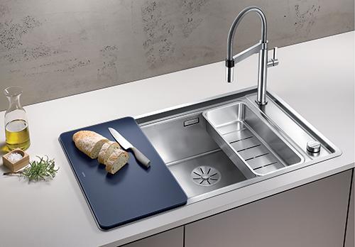 BLANCO ANDANO XL 6S-IF Compact kjøkkenvask i rustfritt stål med skylleskål inkludert i prisen. Skjærefjel i herdet glass er tilbehør.