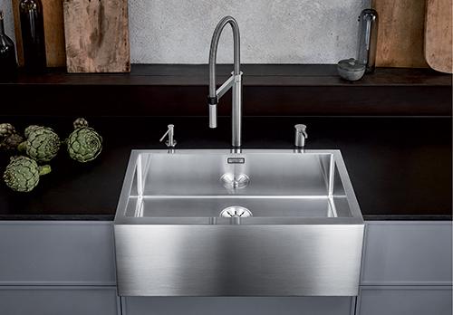 BLANCO CRONOS XL 8-IF. SteelArt kjøkkenvask med frontpanel i børstet rustfritt stål og polert kum.