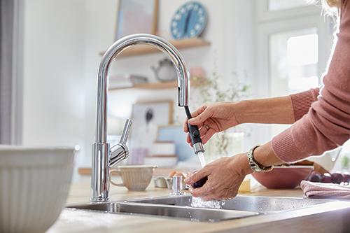 BLANCO CARENA-S med uttrekk gir større arbeidssone ved vasken.