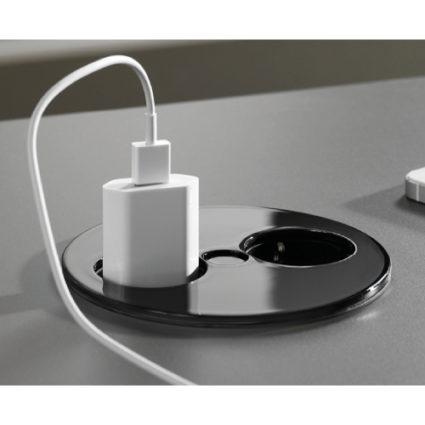 Twist el-kontakt i sort farge, med 1 stikk og 2 USB.
