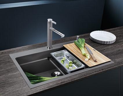 BLANCO ETAGON 8 i SILGRANIT PuraDur, farge alu metallic. Kjøkkenvask med integrert profilkant i vasken. Jobb i 3 nivåer.