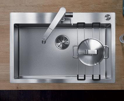 BLANCO CLARON DURINOX 700-IF/A. Kjøkkenvask i rustfritt stål med eskstra hard overflate. Tilbehør toppskinner i rustfritt stål for plassering av kjeler osv.