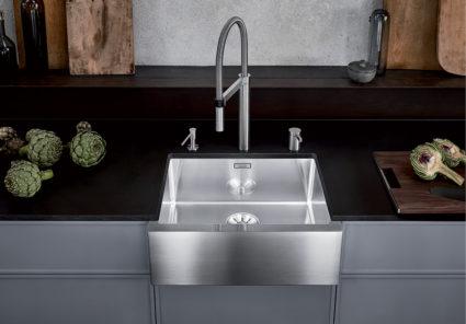 BLANCO CRONOS XL 6-U kjøkkenvask i minimalistisk landstil. Front i børstet rustfritt stål.
