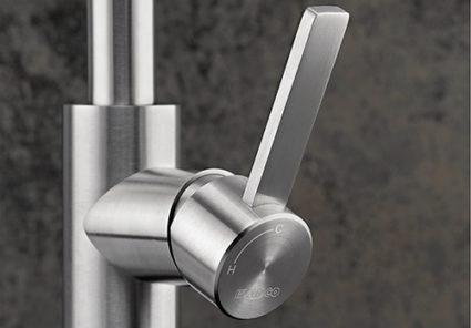 BLANCO CANDOR-S blandebatteri i solid rustfritt stål med børstet finish.