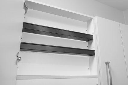 Krydderhylle i aluminium, farge mørk grå. Til overskap og ventilatorskap med innebygd uttrekksventilator.