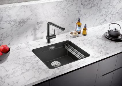 BLANCO ETAGON 500-F kjøkkenvask i Silgranit farge sort. Med integrert profilkant for plassering av medfølgende skinner i rustfritt stål.