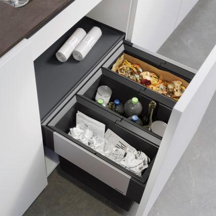 3-delt integrert avfallssorterer Blanco Select II 60/3 med manuelt uttrekk til 60 cm skap.