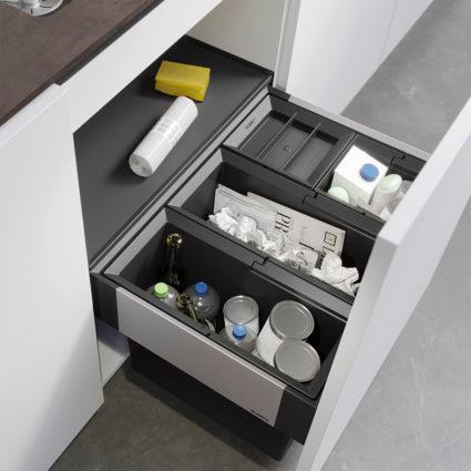 4-delt integrert avfallssorterer Blanco Select II 60/4 med manuelt uttrekk til 60 cm skap.