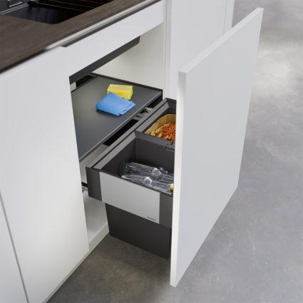 2-delt integrert avfallssorterer Blanco Select II 60/2 Compact med dybde på kun 320 mm med manuelt uttrekk til 60 cm skap.
