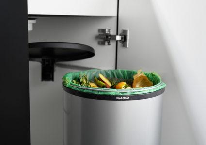Enkel avfallssorterer Blanco Singolo XL i metall med løs plastbøtte for automatisk uttrekk til 40 cm skap.